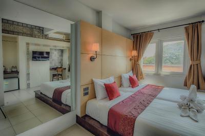 هتل هتل اُکتبر
