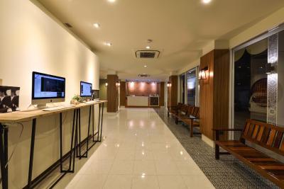 هتل اُکتبر